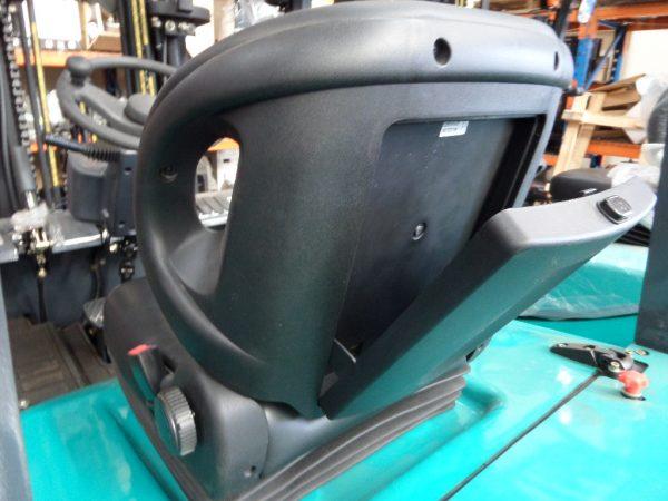 UFT Universal Heavy Duty Seat